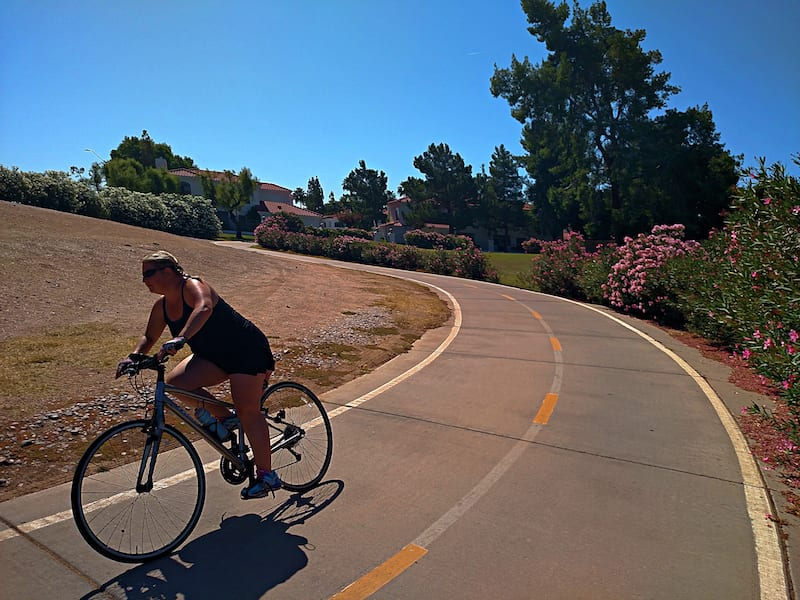 Cycling the Scottsdale Greenbelt on the Trek FX2