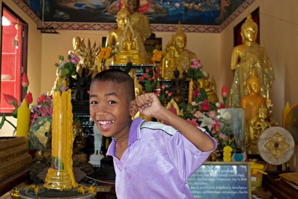 We found this kid playing at Khao Tao temple before we started to our ride.
