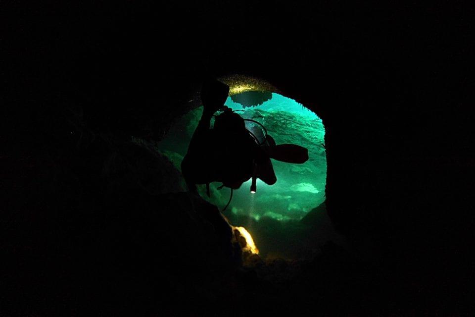 Diver in passage La Casa Cenote