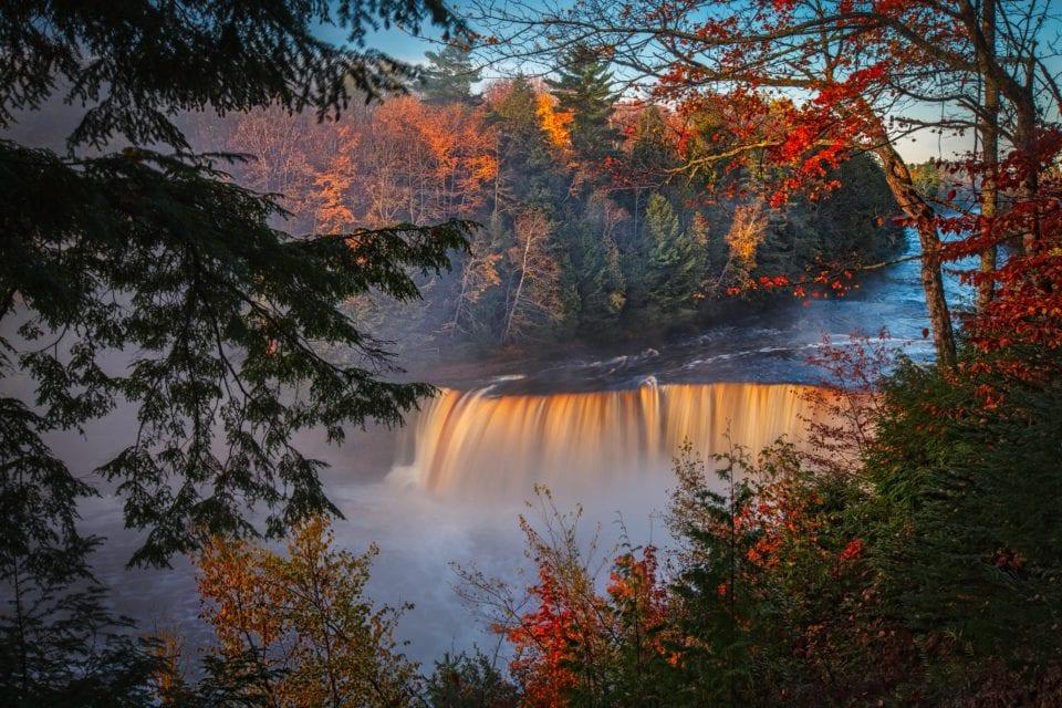 Tahquamenon Falls-Dennis-Buchner-Unsplash