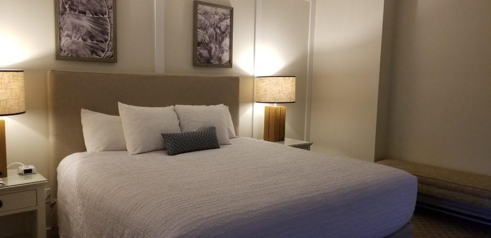 Jekyll Ocean Suites bed