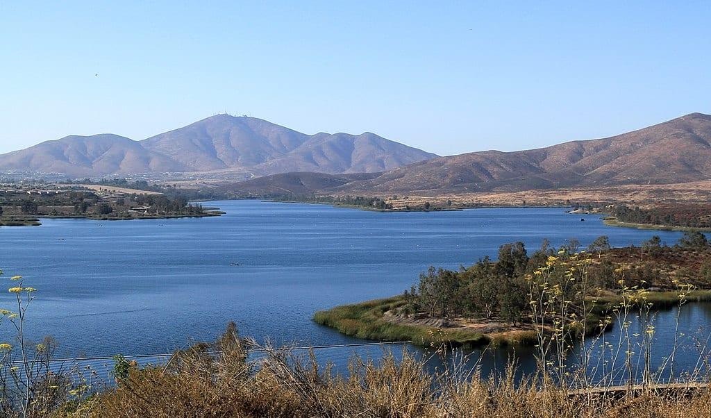 Otay_lake_panoramio_Attribution tarosys via wikicommons