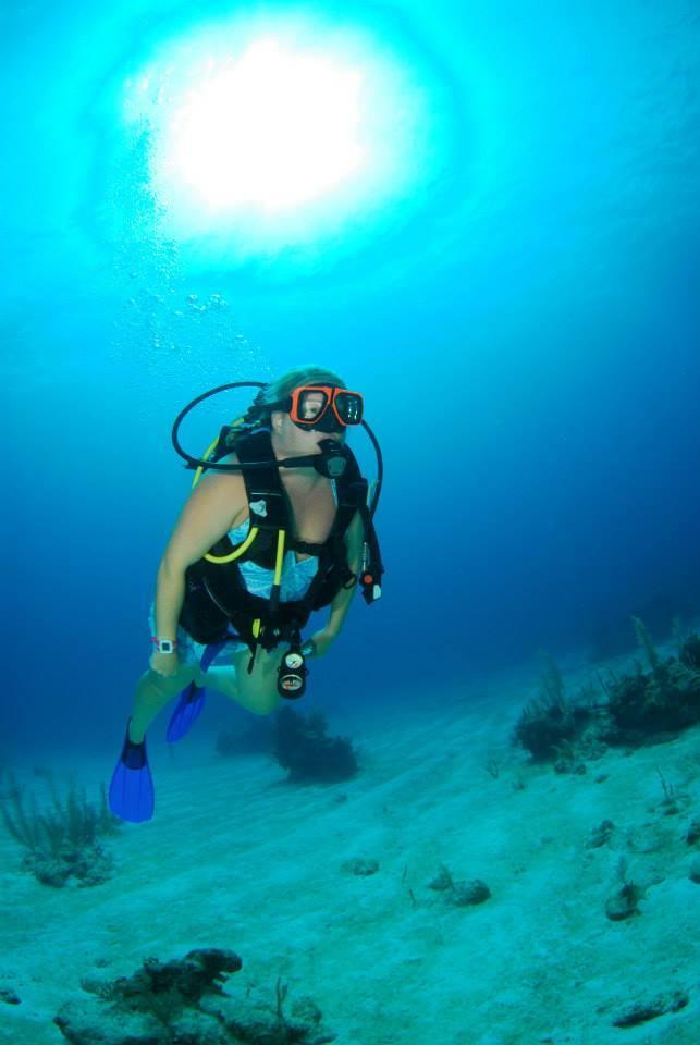 Jenn learning Nassau Bahamas diving