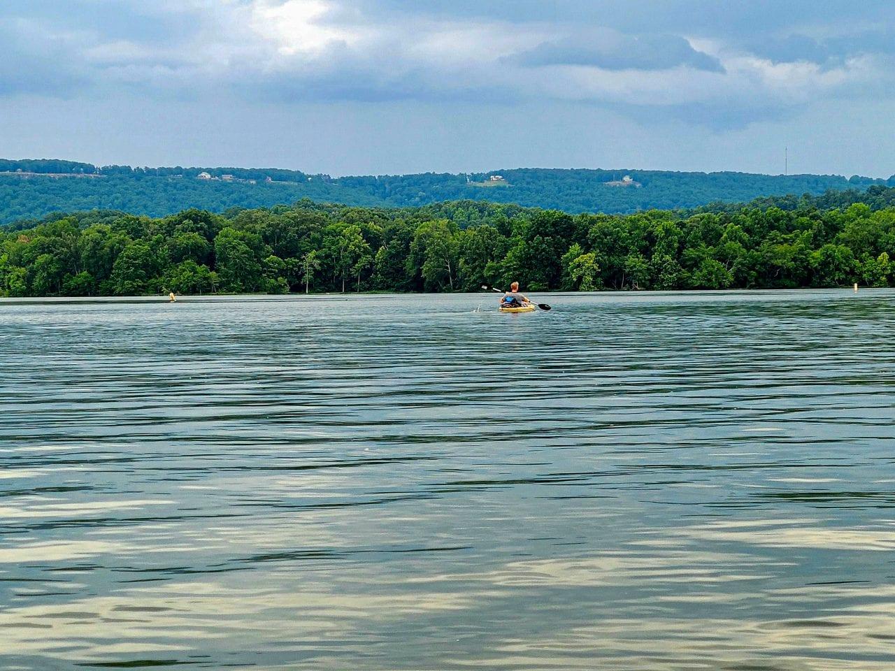 Kayaking Lake Guntersville