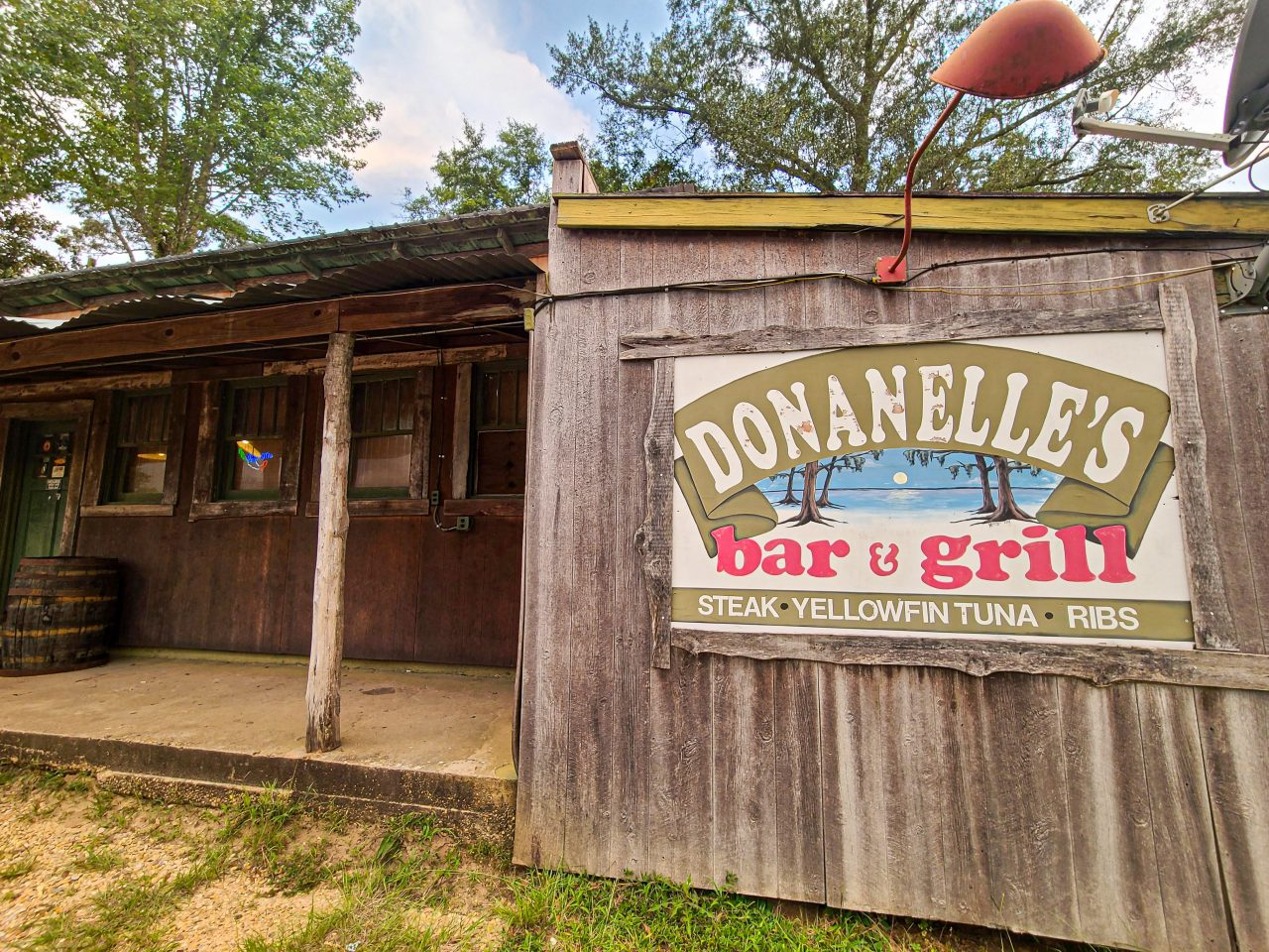 Donanelle's-bar and grill
